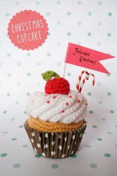 Chrismas crochet cupcake, via I am a mess