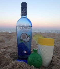 Drunk in love with this perfect, low-cal beach cocktail: Pinnacle coconut vodka + club soda + lime juice + fresh lime garnish. #Obsessed #WeBeAllNight (psst, beach bartending video in the blog post)