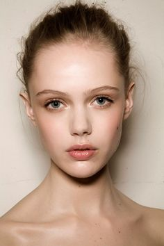 "Susannah ""Susie Mae"" James {maiden name; Sinclair} (Model; Frida Gustavsson)"