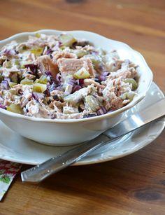 Lilahagymás-uborkás tonhalsaláta | moksha.hu Oatmeal, Grains, Rice, Breakfast, Food, The Oatmeal, Morning Coffee, Rolled Oats, Eten