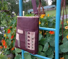 Skulderveske i skinn :) Purses And Bags, Quilts, Quilt Sets, Log Cabin Quilts, Quilting, Quilt, Afghans