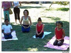 Un bailarín o bailarina que practica yoga o incorpora posturas de yoga en su rutina diaria de ejercicio puede mejorar su capacidad de expresión en el baile de maneras significativas.