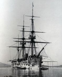 La Triomphante, Galissonnière-class ironclad part of the Far East Squadron, she served in the Sino-French War. Launched sold for scrap in 1903 Jules Verne Books, Surplus Militaire, Marine Francaise, Abandoned Ships, Man Of War, Naval History, Armada, Navy Ships, Model Ships