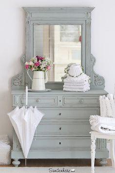 Vintage Kommoden - Antike Spiegelkommode im charmanten Shabby Chic. - ein Designerstück von bleuetrose bei DaWanda