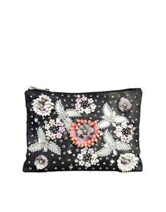 Clutch adornado con flores de ASOS