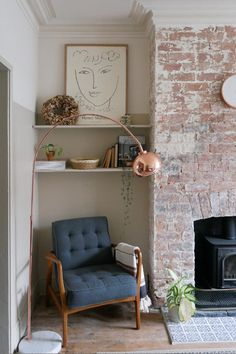 Exposed brick fireplace and alcove with reading corner Cottage Living Rooms, New Living Room, Small Living Rooms, Living Room Interior, Living Room Decor, Living Room Corners, Mid-century Interior, Victorian Terrace Interior, Victorian House Interiors