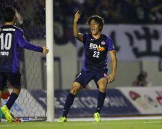 [ J1:第19節 広島 vs 鳥栖 ] ゴール後、喜びを爆発させる皆川佑介選手。  試合はリードを奪った広島が鳥栖の攻撃をしのぎ切り1-0で勝利した。  2014年8月11日(月):エディオンスタジアム広島