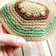 Crochet Yarmulke Pattern - Petals to Picots Not technically an Easter pattern  of course!