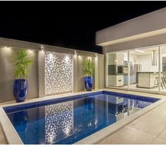 La imagen puede contener: 1 persona, piscina e interior Backyard Pool Designs, Small Backyard Pools, Small Pools, Swimming Pools Backyard, Swimming Pool Designs, Small Pool Design, Luxury Pools, Pool Houses, Design Case