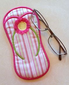 Embroidery Projects In The Hoop :: Women's Accessories :: Flip Flop Eyeglass Case - Embroidery Garden In the Hoop Machine Embroidery Designs - Machine Embroidery Thread, Machine Embroidery Projects, Embroidery Ideas, Machine Applique, Embroidery Tattoo, Embroidery Stitches, Embroidery Supplies, Sewing Crafts, Sewing Projects