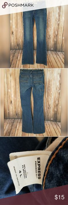 """Express Jeans, Wide Leg, size 4L Express Womens Jean  --Size:4L  --Style: Wide Leg, Cargo pockets  --Wash:Medium -- Materials: 96% Cotton, 4% Spandex   --Measurements  Waist: 26""""  --Inseam: 33.5""""  Rise: 6""""  --Leg Opening (laying flat): 9"""" Express Jeans Flare & Wide Leg"""