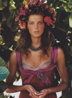 The Best Summer Jewelry To Show Off Your Tan - Photographed by Patrick Demarchelier, Vogue, December 2004