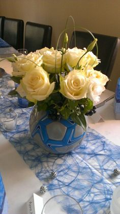 Blomster i fotball til konfirmasjon. Soccer Banquet, Fundraiser Party, Centerpieces, Table Decorations, Fundraising, Diy And Crafts, Birthday, Holiday, Weddings