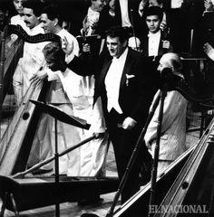 El grupo Rondalla Venezolana, acompañó al tenor Plácido Domingo y al compositor Simón Díaz en el Teatro Teresa Carreño. Caracas, 22-10-1991 (FRANCISCO SOLORZANO / ARCHIVO EL NACIONAL)