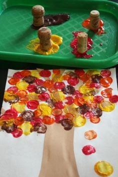 Peinture arbre avec bouchons de liège / 10 activités peinture pour les enfants