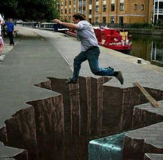 Street Art is usually created using chalk and is 2 dimensional artwork found on pavements. sidewalk chalk art is famous for given the illusion of when viewed from a certain perspective. Street painting, also 3d Street Art, Street Art Artiste, 3d Street Painting, Amazing Street Art, Street Art Graffiti, Amazing Art, 3d Painting, 3d Sidewalk Art, Illusion Kunst