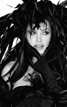 @PinFantasy - Angelina Jolie ... all black, photographed by Patrick Demarchelier ~~ For more:  - ✯ http://www.pinterest.com/PinFantasy/gente-~-angelina-jolie/
