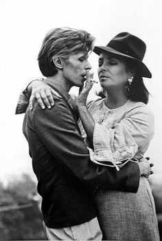 Terry O'Neil. David Bowie and Elizabeth Taylor  [::SemAp Twitter || SemAp::]