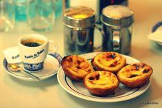 Natas and coffee Portuguese Desserts, Custard Tart, I Love Food, Lisbon, Tasty, Breakfast, Tableware, Countries, Articles