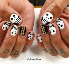 15 Creative Halloween Nail Ideas To Inspire  #Halloweennails #Halloween #nailart