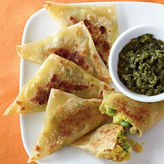 curried veg samosas w. cilantro-mint chutney