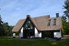 bouwen-in-stijl. Dutch House, Swedish House, Villa Design, Modern House Design, Different House Styles, New Urbanism, Vernacular Architecture, Mansions Homes, Dream House Plans