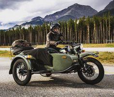 Ural gear up dengan kombinasi warna hijau sangat nyaman dan menarik di bawa untuk berpetualang  #ural #uralindonesia #caferacer #uralmotorcycles #uralmotorcycle #hobbymotor