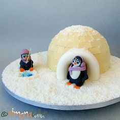 My daughter wanted an Igloo Cake and I wanted a Charlotte cake, so it was a challenge for me to find the best way to cover it. I couldn't use the fondant so I chose white chocolate for the bricks, to make the cake look like an igloo. Igloo Cake, Christmas Themed Cake, Charlotte Cake, Penguin Cakes, Last Christmas, Xmas, Halloween Cakes, Sugar Art, Chocolate Lovers