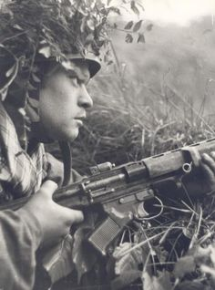 Awaiting the approach of the enemy with a brand new FG42 type with a stamped trigger guard.