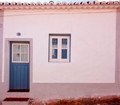 Albernôa - Beja(Alentejo) - Portugal. Fachada da casa na aldeia. Casinha típica para férias.