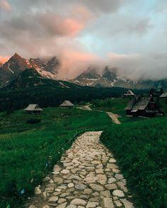 Sunset in Tatra mountains #tatry #zakopane Schronisko PTTK Murowaniec