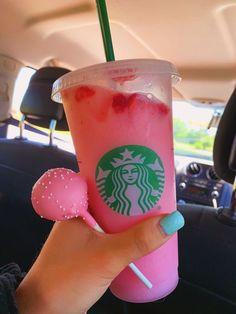 venti pink drink with lite ice and a birthday cake cake pop Copo Starbucks, Bebidas Do Starbucks, Starbucks Secret Menu Drinks, Pink Starbucks, Starbucks Coffee, Starbucks Summer Drinks, Kreative Desserts, Pink Drinks, Cute Desserts