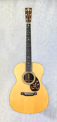 Martin OM-45 Deluxe (1989) : Designed by Eric Schoenberg. Reissue of 1930 original OM-45 Deluxe. Limited run of 14 (serial number 1). Spruce top, Brazilian Rosewood back & sides.