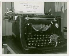 biggest working typewriter Underwood Exhibit at NY World's Fair Working Typewriter, Nex York, Mindfulness Therapy, Underwood Typewriter, Copywriter, World's Fair, News Media, World's Biggest, Artists