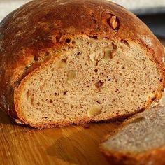 """Ich möchte wieder mehr Brot backen Der Duft von frischem Brot ist so unbezahlbar und die knackige Kruste erst Ich hoffe ich bekomm meinen """"Vorsatz"""" umgesetzt und backe wieder mehr dieses Dinkel-Walnussbrot war nämlich soooo lecker Rezept ist auch auf meinem Blog Habt einen schönen Sonntag.. .. .. .. #backen #yummi #foodblogger #baking #backenmachtglücklich #lecker #bake #gesund #leckerschmecker #foodgasm #gesundessen #homemade #frühstück #gesundabnehmen #instabake #re..."""