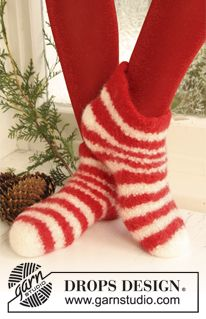 """DROPS felted slippers with stripes for Christmas in """"Eskimo"""". ~ DROPS Design @dropsdesign #slippers #christmas #socks"""