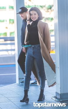 Korean Airport Fashion, Korean Fashion, Work Fashion, Fashion Photo, Fashion Outfits, Taeyeon Fashion, Preppy Style, My Style, Cute Korean Girl