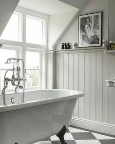 vitt badkar med lejontassar.jpg
