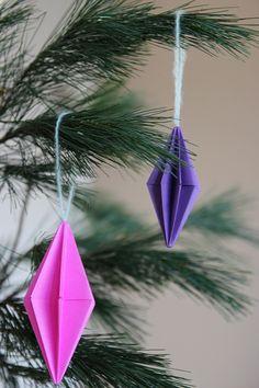 Kersthangers maken van papier – DIY Christmas Diy, Christmas Decorations, Xmas, Diy Projects, Ornament, Crafts, Gifts, Decoration, Manualidades