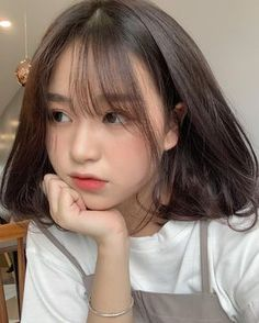 A beautiful girl in the newspaper Trung With Sexy Body - New Site Ulzzang Short Hair, Ulzzang Korean Girl, Cute Korean Girl, Korean Short Hairstyle, Short Hair Korean Style, Hair Style Korea, Ulzzang Hairstyle, Korean Bangs, Asian Haircut