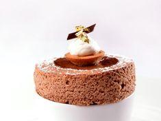 Soufflé chaud au chocolat Guanaja, crème de Bresse à la vanille Bourbon