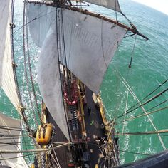La belle voile et presque toutes les voiles sont réglées!  #sail # eutour2015 #swedishshipgotheborg # götheborg #Gotheborg