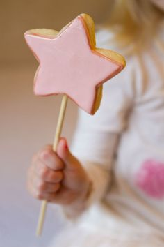 Love wand cookies!  So cute for a girl princess party. The Party Wagon - Blog