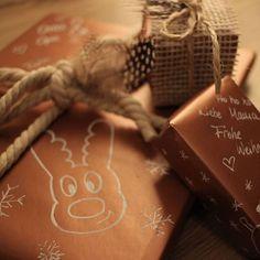 Morgen ist Weihnachten und die Geschenke sind noch nicht verpackt -typisch. Hier habe ich eine kleine Inspiration wie ihr noch schnell eure Geschenke schön und individuell einpacken könnt.  #christmas #present #santa #santaclause #selbstgemacht #diy #bastelattacke Gift Wrapping, Gifts, Diy, Inspiration, Acre, Packaging, Homemade, Christmas, Presents