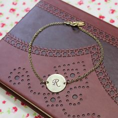 An elegant and subtle way to make your jewellery personal.1 initial per disc. All products will be delivered with gift packaging which includes tissue paper and a box. Please note, the packaging may vary slightly depending on the size of the box needed for the item ordered.Why not engrave your initial, or that of a friend or loved one, onto this simple yet stunning initial disc bracelet? Made from either 0.925 solid sterling silver, 18kt gold plated sterling silver or 18kt rose gold plated…