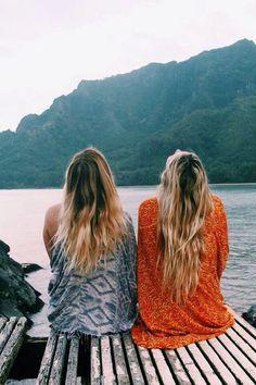 Image via We Heart It #blondie #brunette #fashion #friends #friendship #nature #outfits