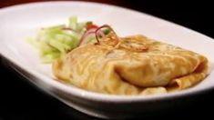 Cette recette d'omelette thaïe au porc avec salade épicée aux concombres est tirée de l'émission Ça va chauffer Australie.