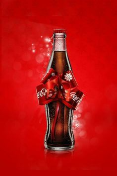Coca Cola Poster, Coca Cola Ad, Always Coca Cola, Coca Cola Bottles, Coca Cola Wallpaper, Coca Cola Decor, Coca Cola Christmas, Carbonated Drinks, Chef D Oeuvre
