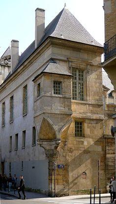 L'hotel Angouleme on Rue des Francs-Bourgeois, Paris Architecture Parisienne, French Architecture, Architecture Details, Paris Monuments, Paris Balcony, Ile Saint Louis, Paris City, Paris Rue, La Rive