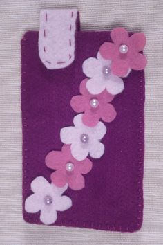 Cell phone case made of felt